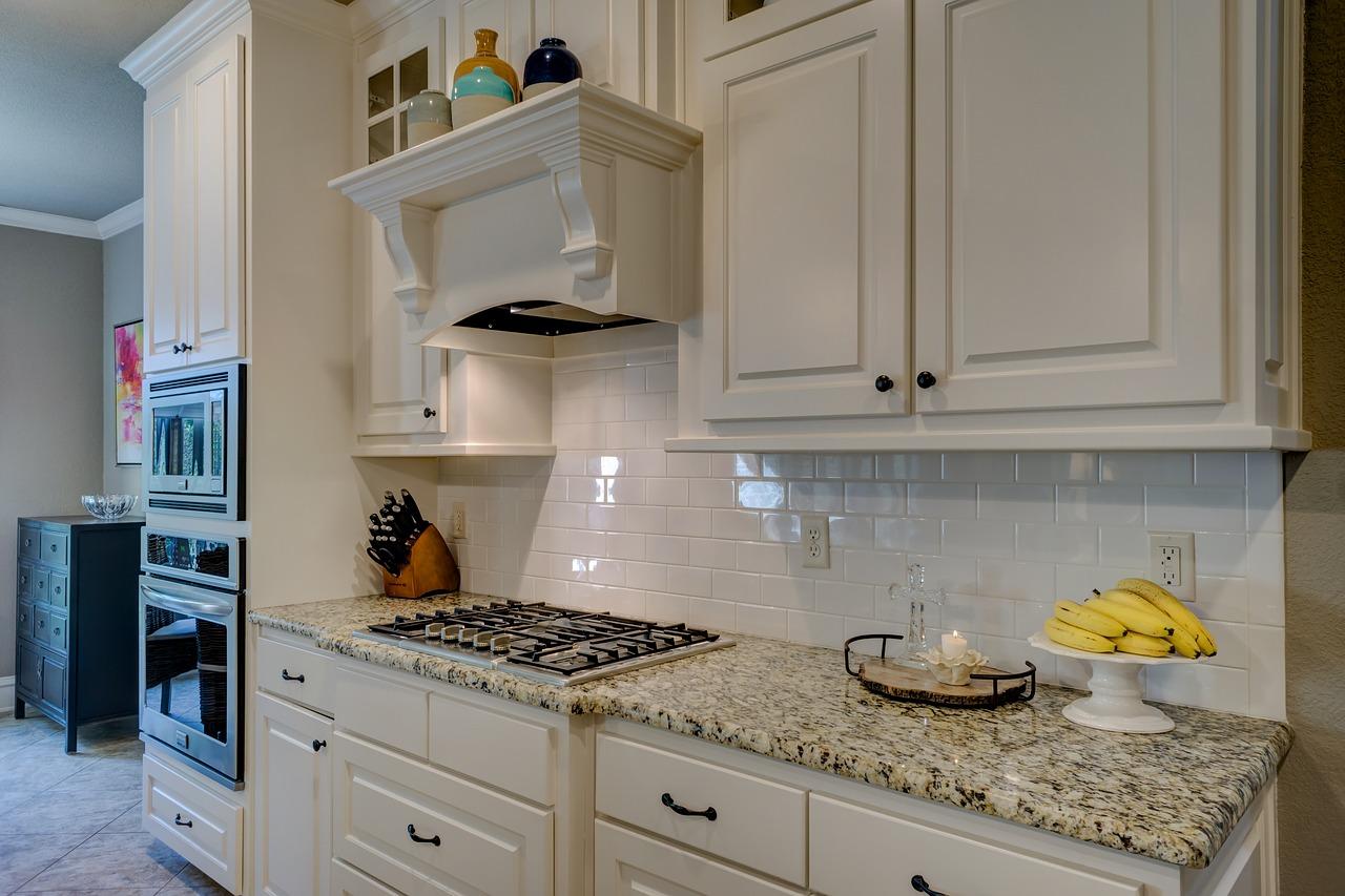 Des conseils pour repeindre une cuisine en bois